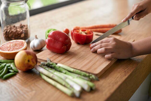 Rätt underlag är a och o när det kommer till att vårda dina köksknivar.