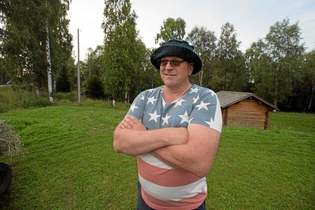 Arnold Andersson, 48, är uppvuxen med maskiner av olika slag. Han äger i dag fyra gamla veterantraktorer.