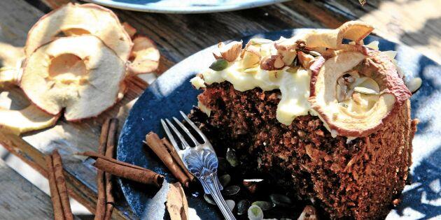 Äppelkaka med mörk choklad – kryddigt och kungligt gott!