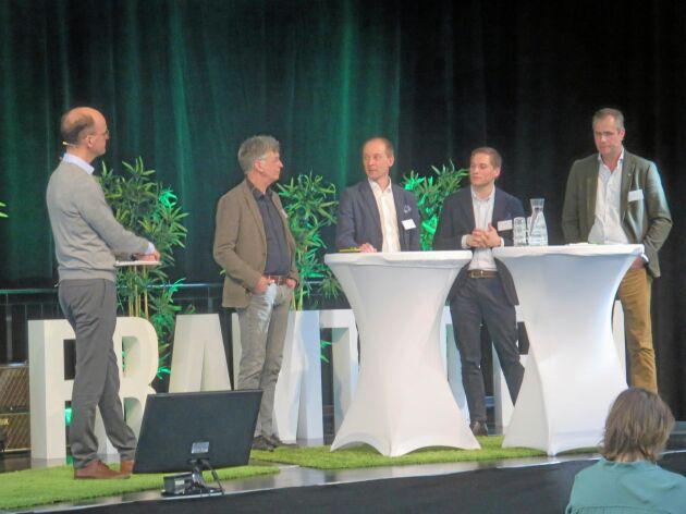 Från vänster: Carl von der Esch, LRF, Uno Wennergren, professor Linköpings universitet, Michael Åsman, Lantmännen, Victor Johansson, Dataväxt, Hans Blackert, Blackert Lantbruk.
