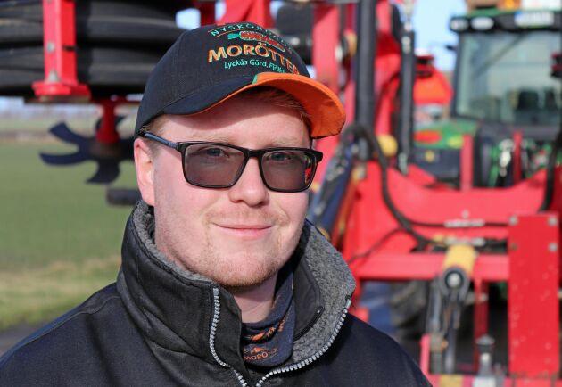 Filip Nilsson driver Lyckås gård och företaget Nyskördade Morötter tillsammans med sina föräldrar.