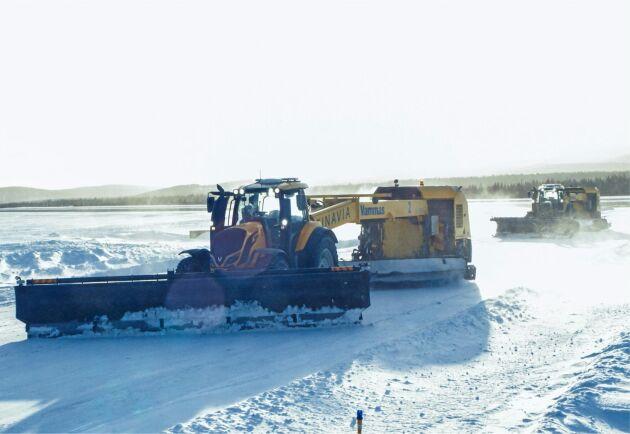 Två förarlösa Valtra-traktorer har i vinter hållit landningsbanorna på flygplatsen i Ivalo fria från snö.