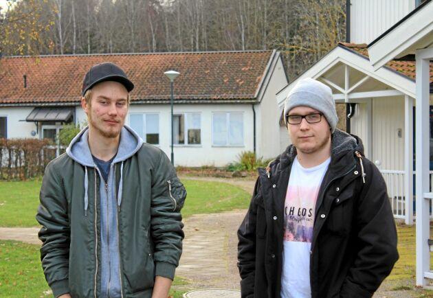 Emil Murto till vänster och Simon Weinermark till höger, går på Gamlebygymnasiet och har en tydlig bild av vad de vill göra när de går ut skolan till sommaren.
