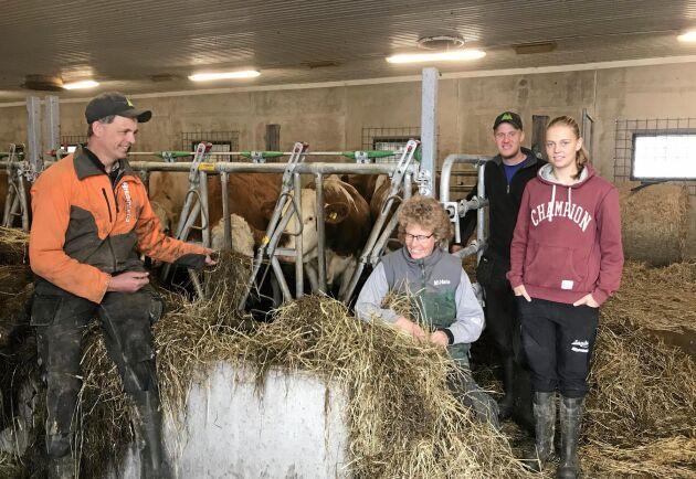 Kristian, Hanna, Kristina och Per Johansson driver Sanda Skattmansö Gård tillsammans.