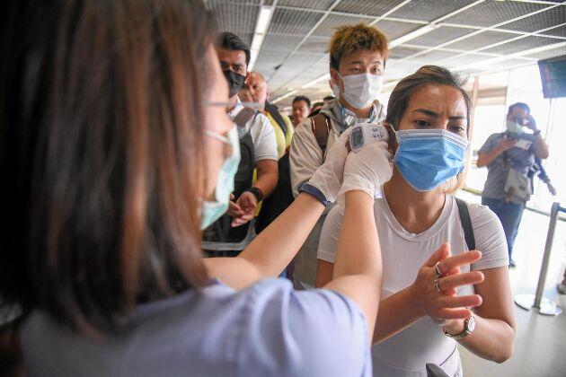 Corona-viruset har lett till skyddsåtgärder på många håll i världen. Här får du veta vilka symtomen är, hur viruset smittar och vilka som är i riskgruppen.