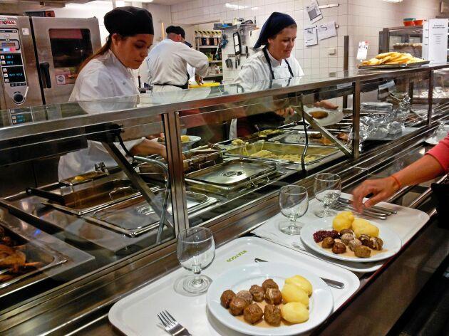På sikt är planen att Ikeas egenodlade sallad ska serveras i varuhusens restauranger.