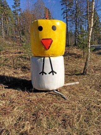 Glag påsk önskar kycklingen.