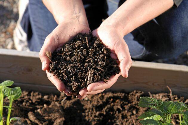 Mikroorganismerna och jorden har gjort sitt i jordfabriken. Foto: Bokashi.se