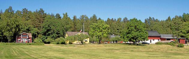 Roland Karlssons fastighet med alla sina hus. Del 1.