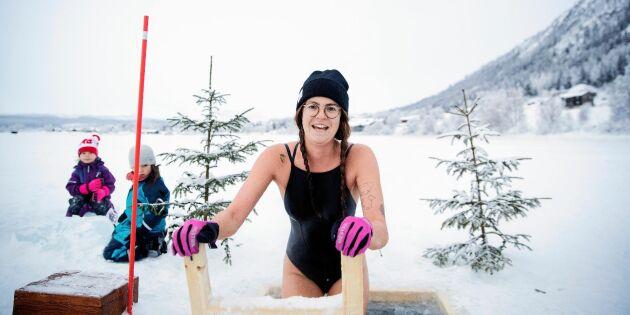 """Vinterbadarna i Funäsdalen: """"Man släpper jobb och stress när man badar"""""""