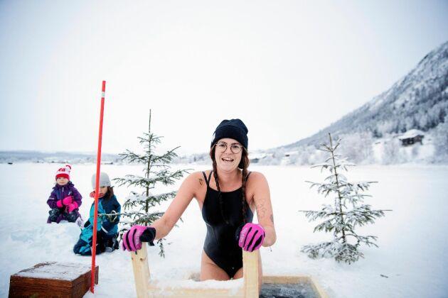 För Frida Blomdahl Hay är vinterbad bästa migränkuren.
