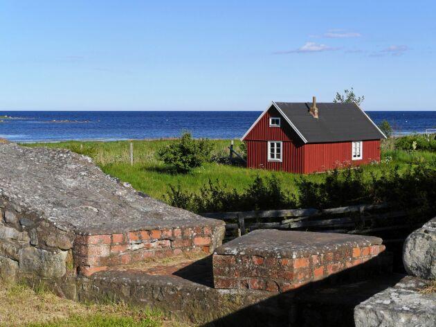 I Kristianopel på Blekinges östkust finns gamla befästningsmurar kvar alldeles intill campingplatsen.
