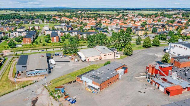 Scan styckar av och säljer två byggnader som inte används längre vid anläggningen i Skara.