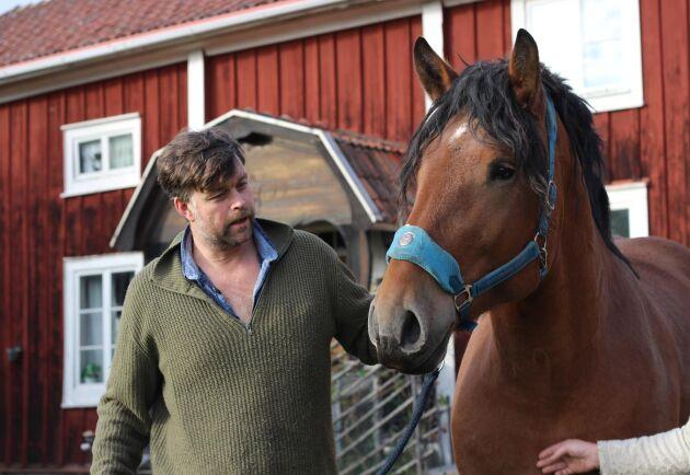 Jon Görgård med hästen Tarzan.