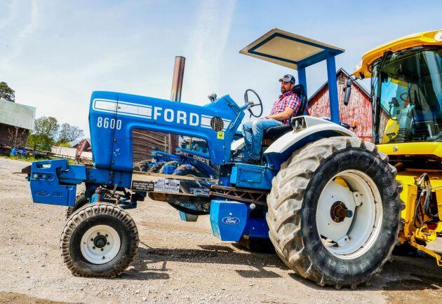 Johan Nilsson kör även traktorpulling med sin Ford 8600.