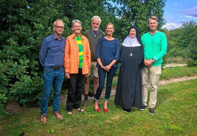 Gruppen Vetonu kämpar för att ändra minerallagen och stoppa allt gruvor på Österlen. Från vänster: Stellan Oscarson, Kicki Myrberg, Carl Piper, Anita Ullmann, Christa Claesson och Johan Gran.