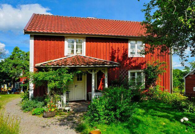 Sevedstorp 125, eller Mellangården som det fick heta i böckerna, är till salu för 850 000 kronor.