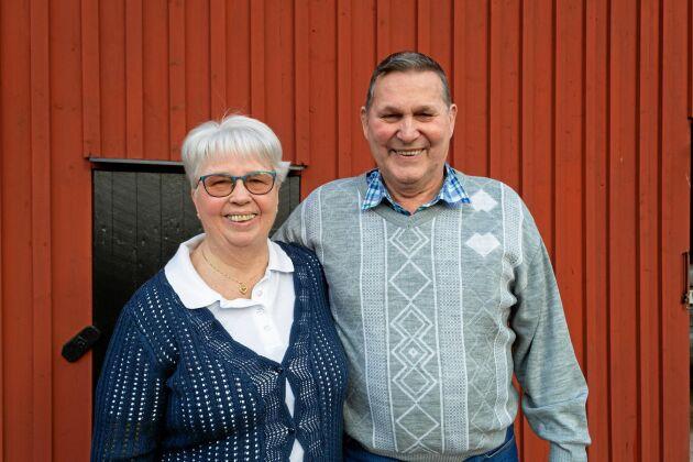 """2021. tillsammans. """"När man lever med naturen lär man sig att ta saker som de är. Ibland är det lite gråare men när solen skiner lever man upp."""" Margareta och Lennart ser på sitt äktenskap som de ser på livet på landet i stort."""
