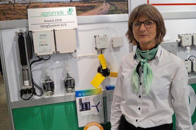 Charlotte Højgrav-Huus Skjold på Vengsystem berättar att ammoniakmätning i dag pågår på en dansk grisgård.