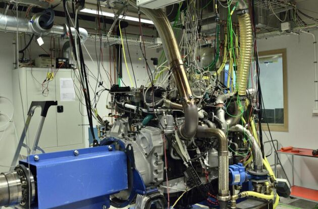 På motorlabbet vid LTH pågår försök med att köra förbränningsmaskiner på råmetanol, något som skulle göra biometanolen betydligt billigare, enligt Martin Tunér, docent i energivetenskap.