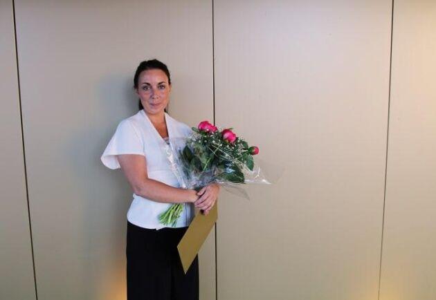 Karolina Malmlövs idé med sadelregistret vann pitchtävlingen om bästa idé i hård konkurrens och kunde ta emot prischecken på 10 000 kronor.
