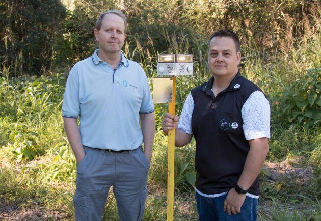 """Forskarna Ash Tews och Philip Valencia vid australiensiska CSIRO har skapat den ultimata """"fågelskrämman"""", VPDaD, och testat den mot afrikanska elefanter."""