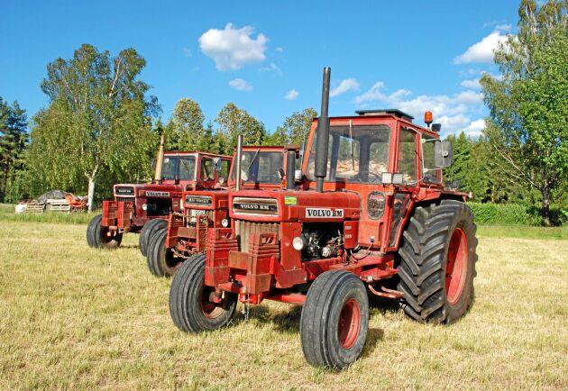 Den sista årsmodellen av 810 från 1979 hade en lite större hytt och mer effekt i motorn. Den här traktorn används i höskörden och ägs av Stefan Hagström.