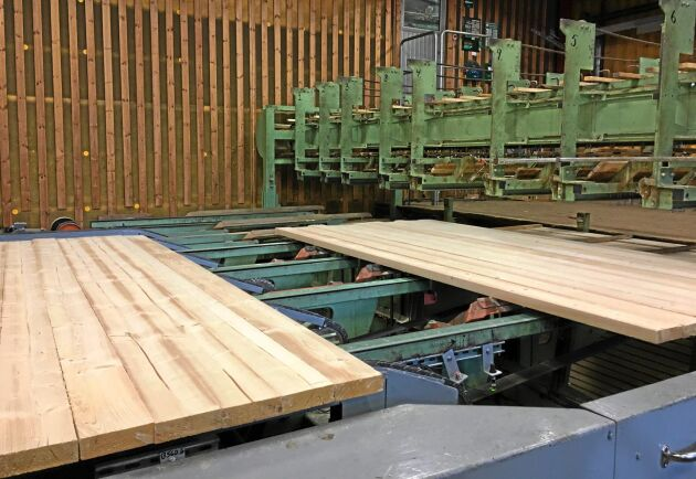 Sågverket i Linghem sågar klentimmer och ses som ett bra komplement till Bravikens sågverk.