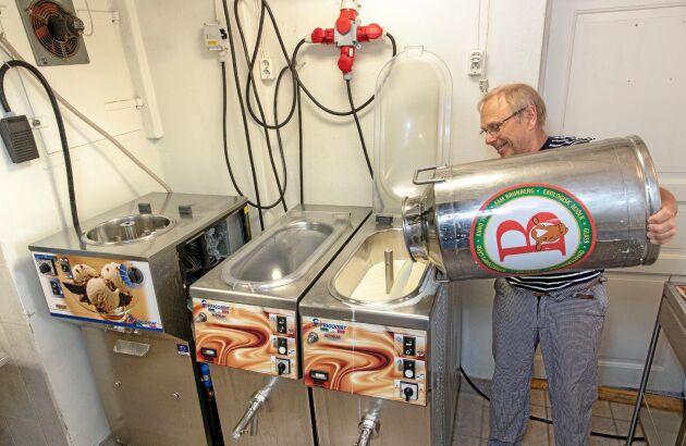 Glasstillverkning och mjölkautomat och snart eventverksamhet och restaurang i gamla stallet. Per Brunberg ser stora möjligheter.