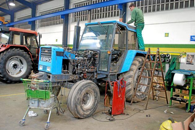 Ebro-traktorerna stod ofta på verkstad menade de katalanska lantbrukare vi pratat med och just denna gjorde det vid vårt besök.