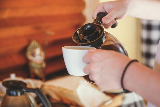 Ta vara på varje kaffedroppe i stället för att hälla dem i avloppet.