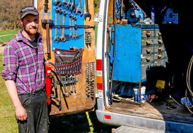 """""""Jag är född med Volvo BM, jag körde aldrig något annat när jag växte upp"""", säger Alexander Gunnarsson."""