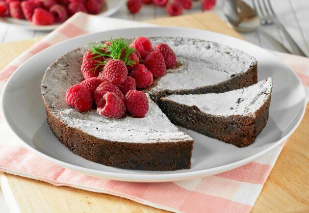 Kladdkaka är en favorit för alla chokladälskare. Det här receptet ger dig en riktigt kladdig kladdkaka.