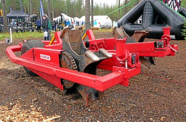 Naarva har tagit fram ett markberedningsaggregat som kan dras av en traktor. Naarva har dock inga planer nu på att börja producera markberedaren. Bakom aggregatet sitter det två fröbehållare.
