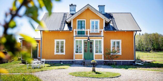 """Familjen rustar Sexmansgården: """"Känner oss som husets tjänare"""""""