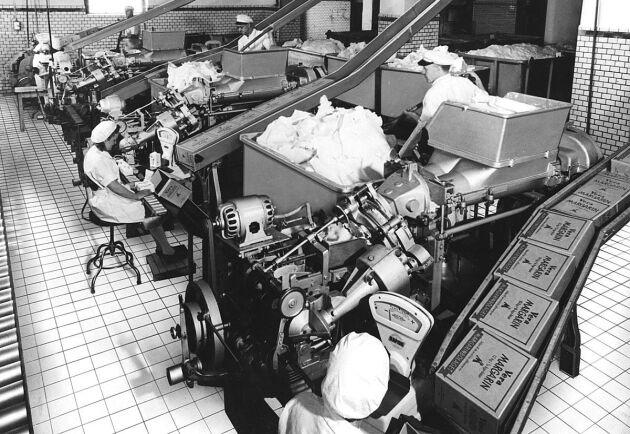 Förpackning av margarin hos Margarinbolaget år 1947.