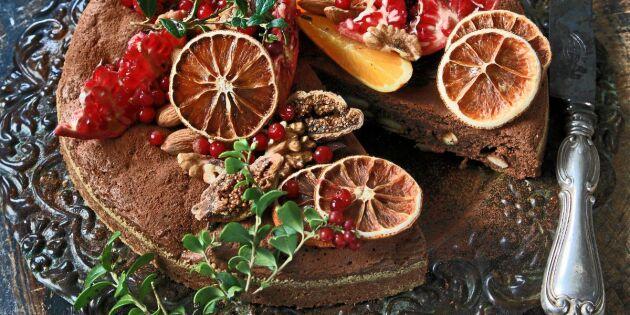 Kladdkaka med kardemumma och hjortrongrädde