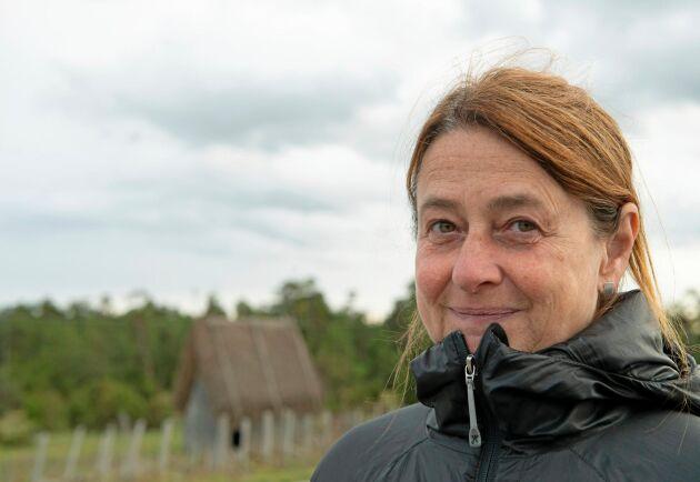 Kristina Lindström är dokumentärfilmare och journalist. På Fårö är hon skogsägare helt utan produktionsfokus. Målet är att bevara och återskapa gamla kulturlandskap.