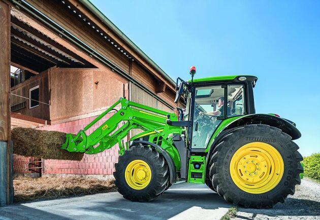 John Deere lanserar fyra nya lastare för sina traktormodeller upp till 155 hästkrafter.