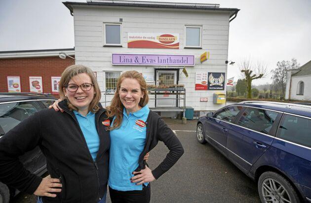 Entreprenörer! Eva Andersson och Lina Hultgren klarar konkurrensen från butiksjättarna med sin populära lanthandel i Killhult.