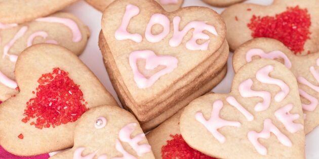 Mördegskakor med kärleksbudskap
