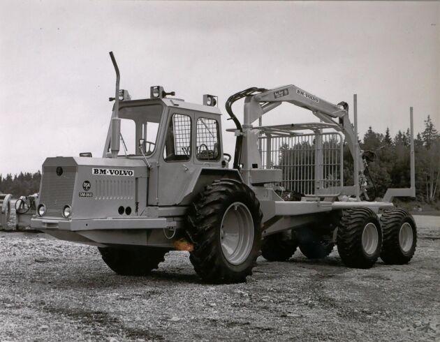 Volvo BMs storsäljare SM 868. ÖSA hade vid den här tiden, i slutet av 60-talet, övertagit utvecklingsansvaret för Volvos skotare. Samarbetet mellan Volvo BM och ÖSA avslutades 1974.