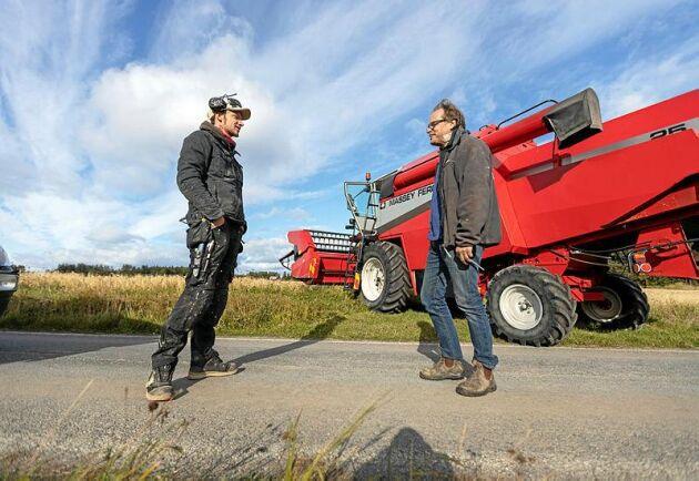 Givande och tagande i lokalsamhället. Erik Milton är en del av bygemenskapen trots att han inte bor på Norderön hela året.