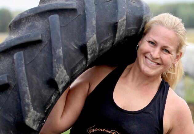 Lina Noaksson är den råstarka kvinnan bakom FarmersFitness som gärna tränar i flipflops.