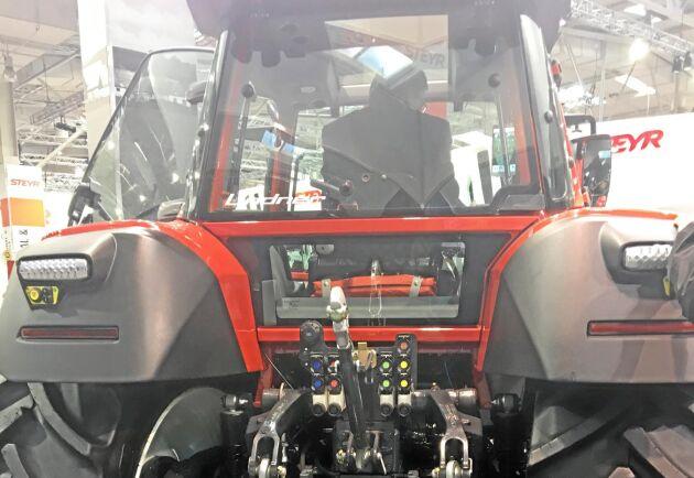 De syns inte på bilden, men runt om traktorn sitter små kameror som läser av miljön.