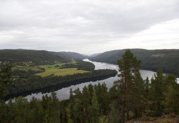 SCA ökar avverkningen i egen skog med drygt 1 miljon kubikmeter per år eftersom förråd och tillväxt visat sig vara större än tidigare beräknat.