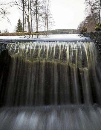 Nedanför dammarna vid Lilla Älgsjön finns ett naturligt fall på cirka fem meter. Även om dammarna miljöanpassades med fiskvägar skulle ändå inga fiskar kunna ta sig förbi det naturliga fallet.
