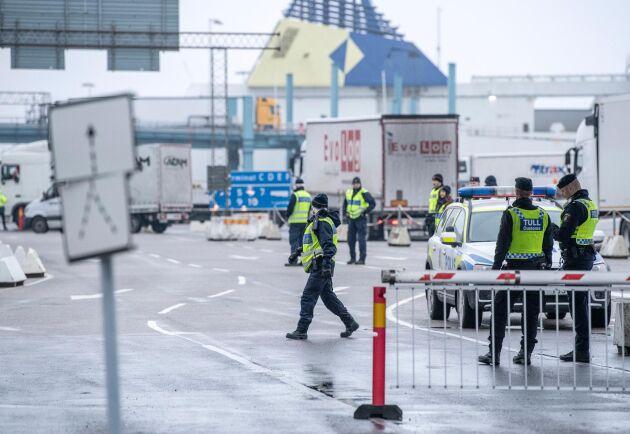 Tullverket kommer få ytterligare 10 miljoner i förstärkning i år. Bilden är ifrån hamnen i Trelleborg. Arkivbild.
