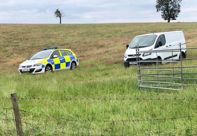 Bild från slaktbrottet i närheten av Whilton den 9 juli. Polisen anländer till gården.