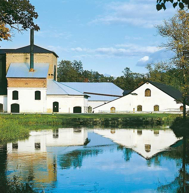 Industrialismens vagga i Sverige är vallonbruken. Här Strömsbergs bruk i Uppland. Foto: Vallonbruken i Uppland.